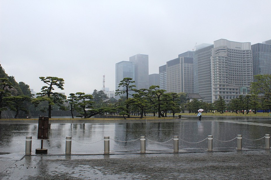 Prostranství kolem zahrad s administrativními budovami