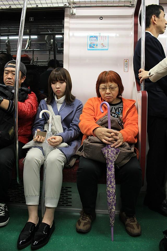 Spící Japonka v metru