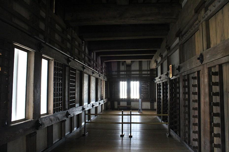 Strohý interiér hradu