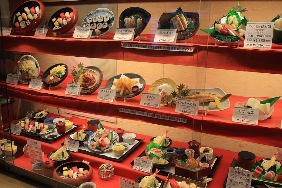 Plastové napodobeniny reálného menu podávaného v ósacké izakaje