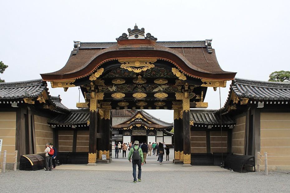 V komplexu Nidžó se za bránou skrývá palác Ninomaru