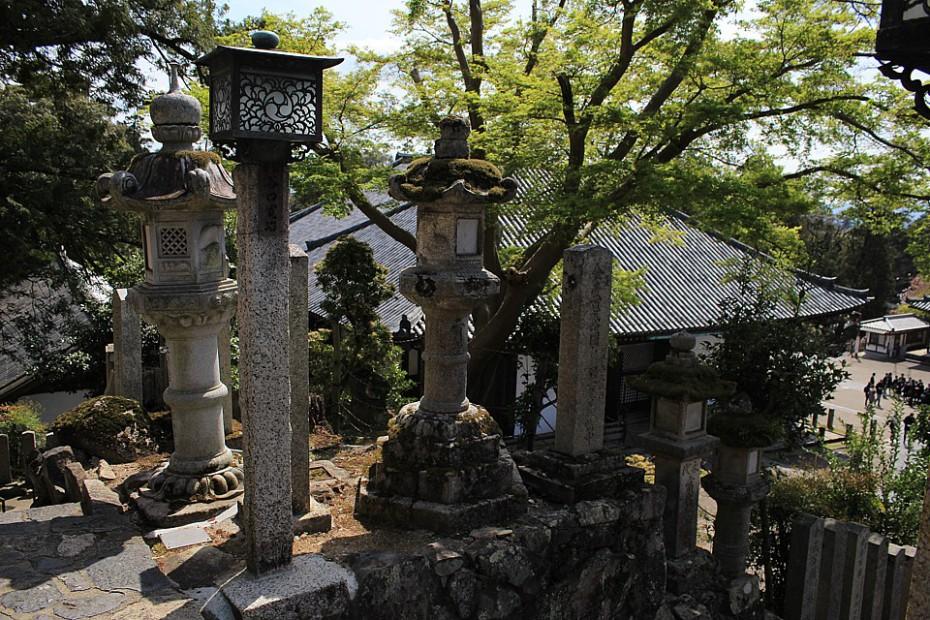 Kamenné lampy