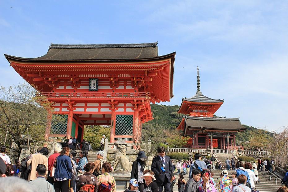 Vstupní brána ke chrámu Kijomizudera