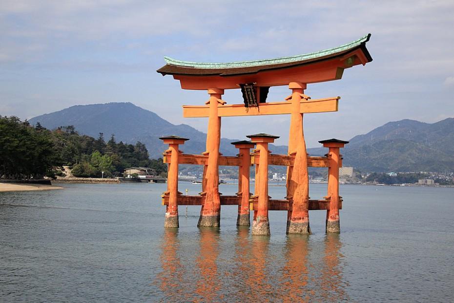 Plovoucí torii před svatyní Itsukušima