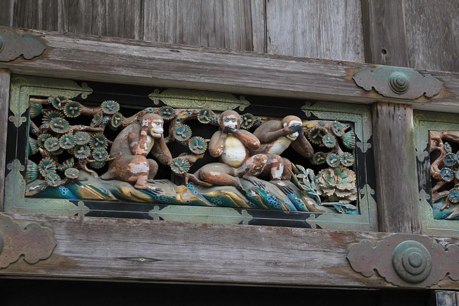 Tři moudré opice na budově bývalé stáje, které si každý, kdo jede do Nikkó, vyfotí