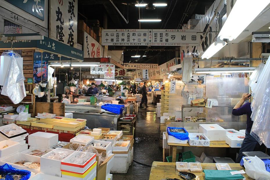 Uvnitř trhu Tsukidži