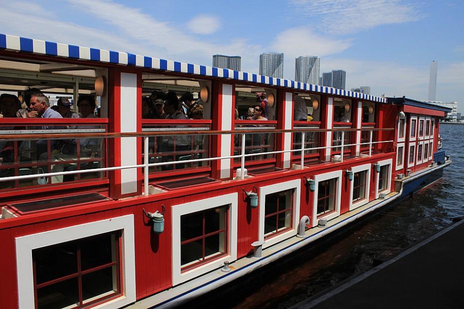 Výletní loď na řece Sumidě